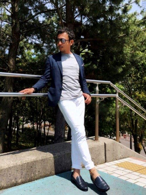 イタリア親父風モテる男の白パンツファッションコーディネート画像1