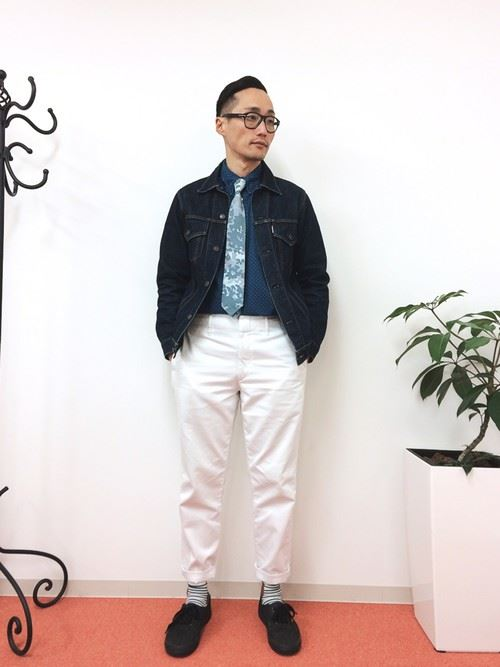 イタリア親父風モテる男の白パンツファッションコーディネート画像3