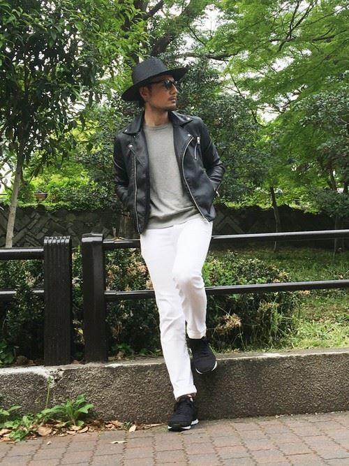 イタリア親父風モテる男の白パンツファッションコーディネート画像9