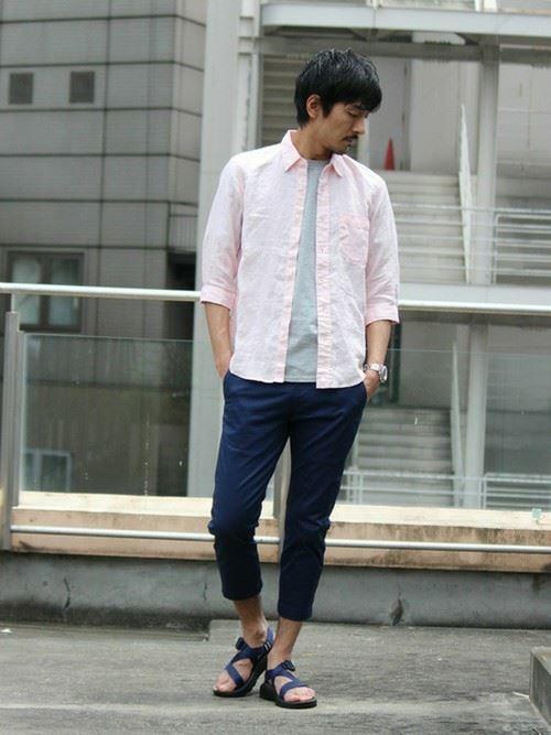 リネンシャツを着こなした春夏メンズコーディネート画像6