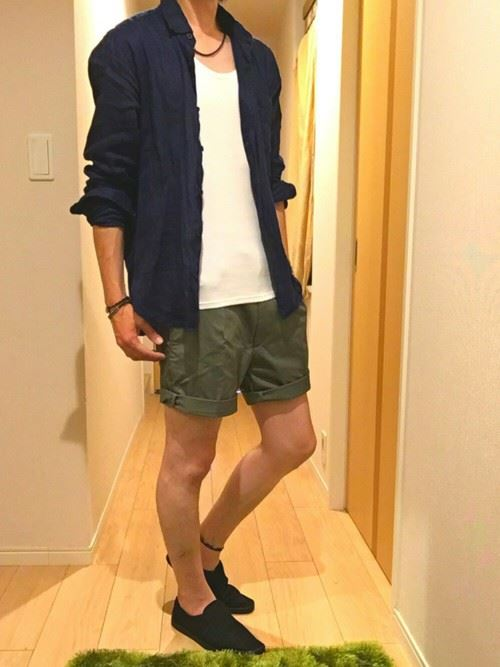 リネンシャツを着こなした春夏メンズコーディネート画像9
