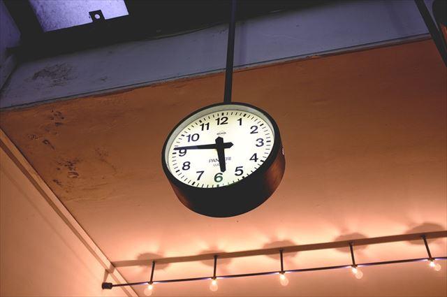 一日で最も筋トレに適した時間を示す時計の画像