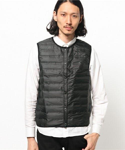インナーダウンベストを着た男性の画像
