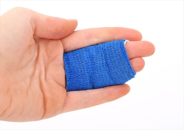 骨密度低下から筋トレで骨折した指の画像