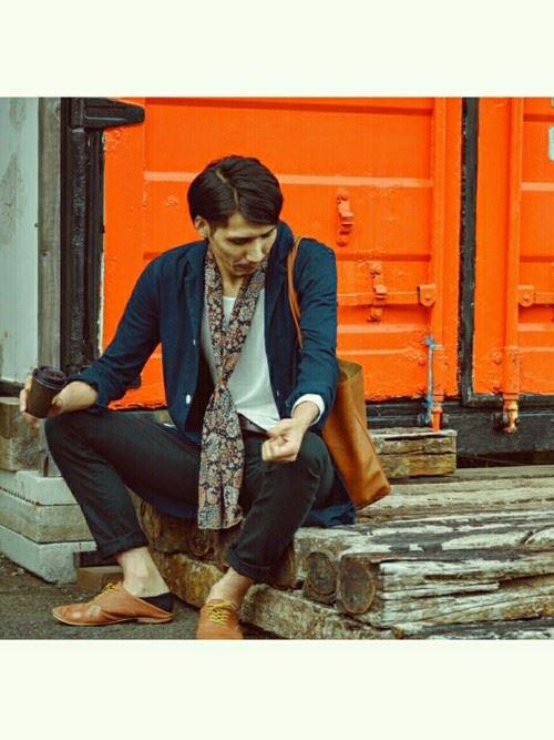 ストール×ジャケットの秋冬メンズコーディネート画像3